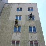 Čištění fasády od plísní - panelový dům