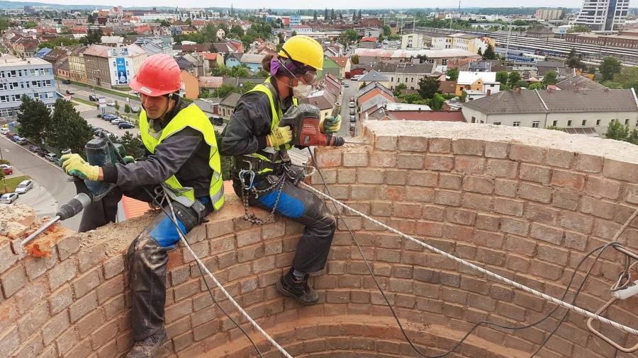 Výškové práce Olomouc- bourání komínu