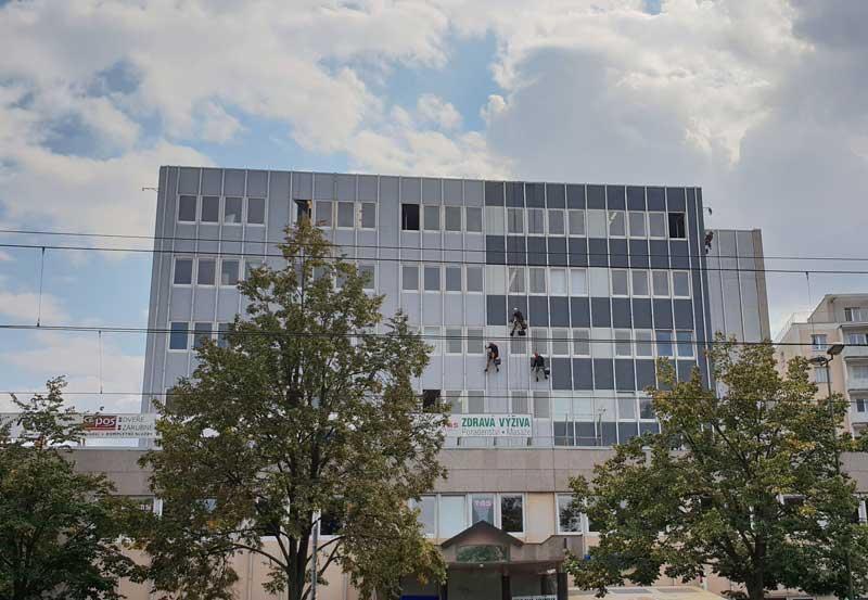 Výškové práce Olomouc nátěr kancelářské budovy